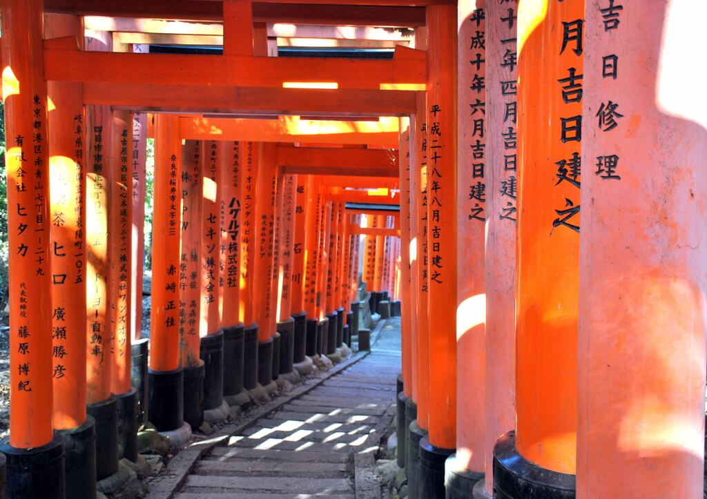 tori rojos del santuario Fushimi Inari Taisha en Kioto