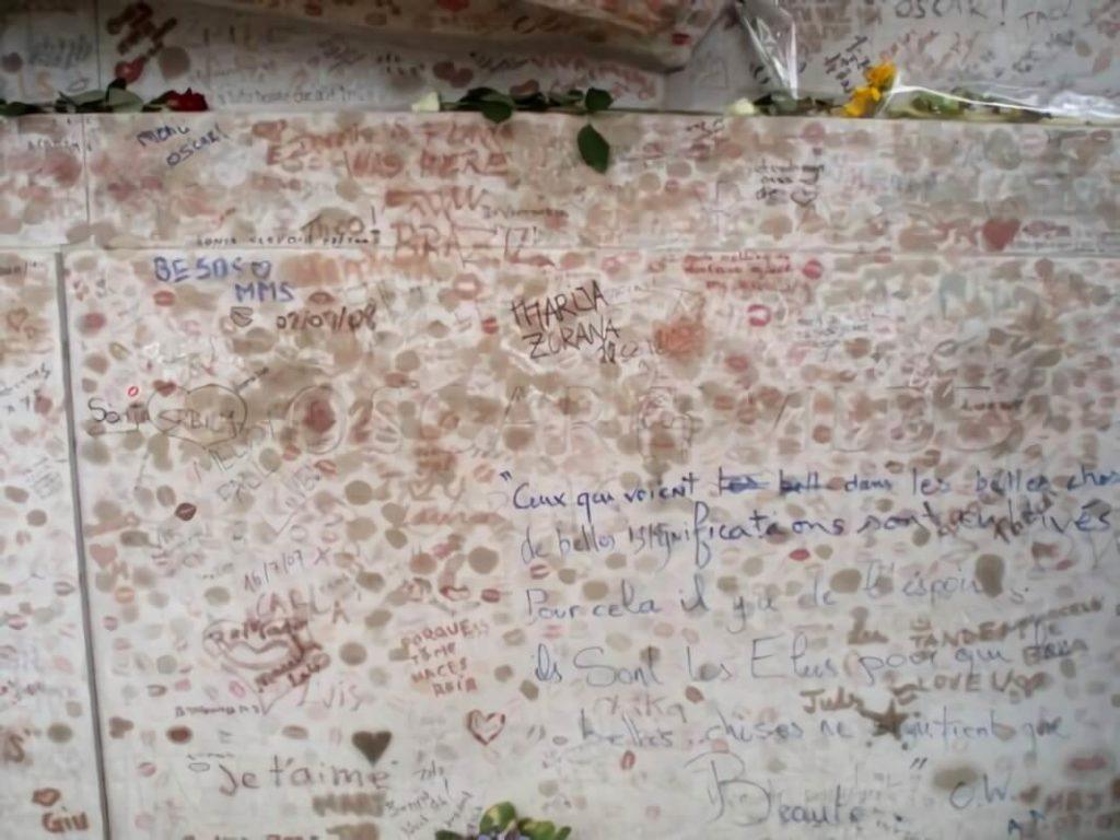 tumba de oscar wilde, cementerio Père Lachaise