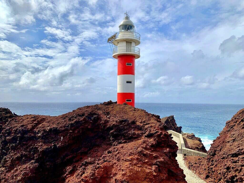 El precioso faro de Punta de Teno