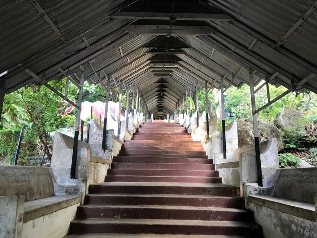 Subiendo la Mandalay Hill