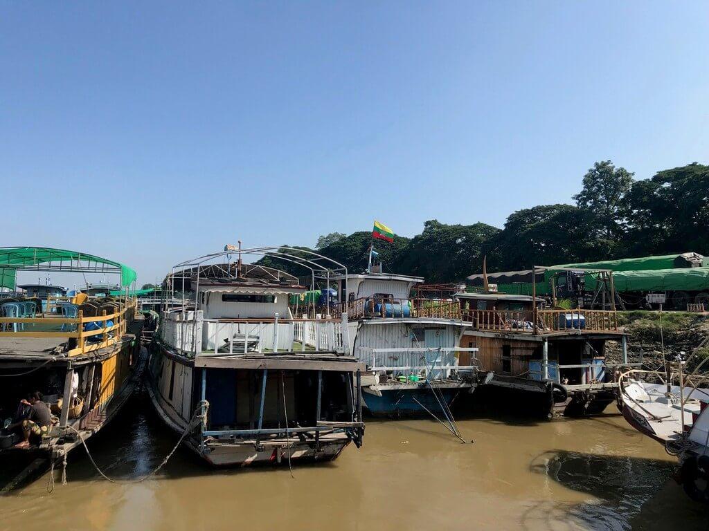 Embarcadero de Mandalay. Desde aquí sale el barco que lleva a Mingun