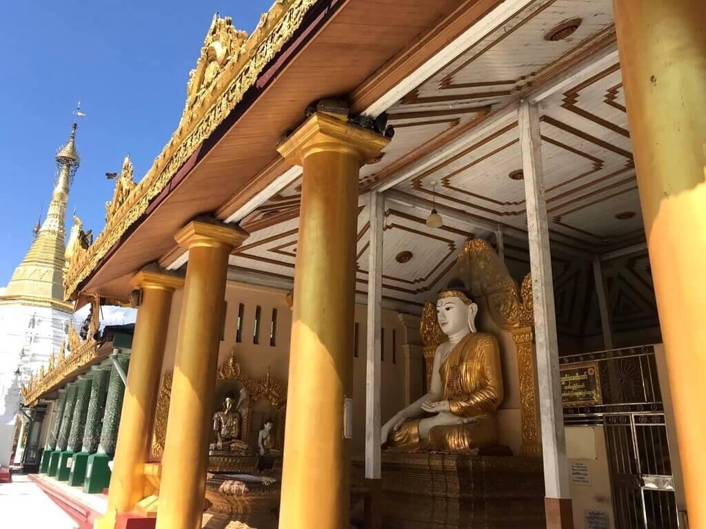 Interior de la Shwedagon Pagoda