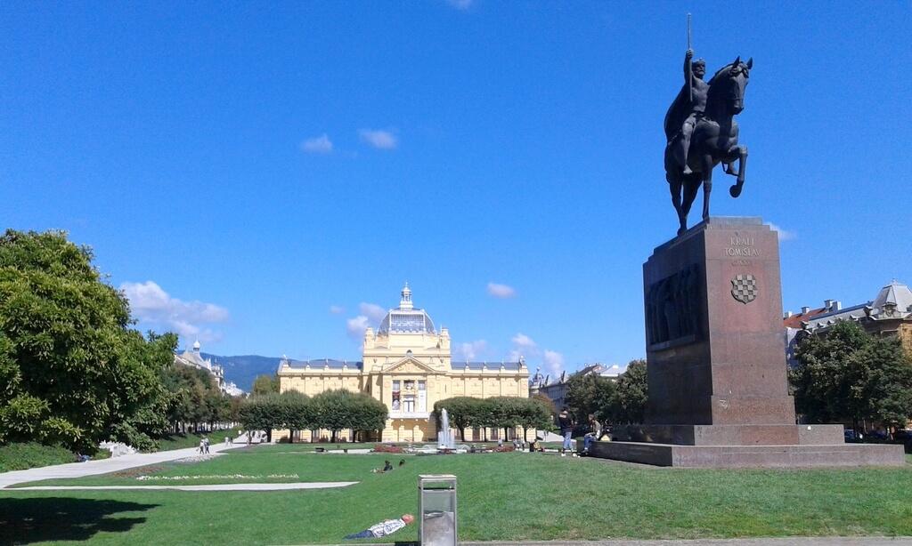 Plaza del Rey Tomislav