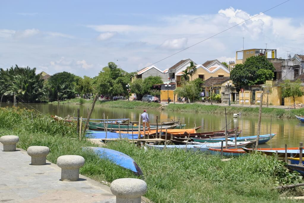 ribera del río Thu Bon