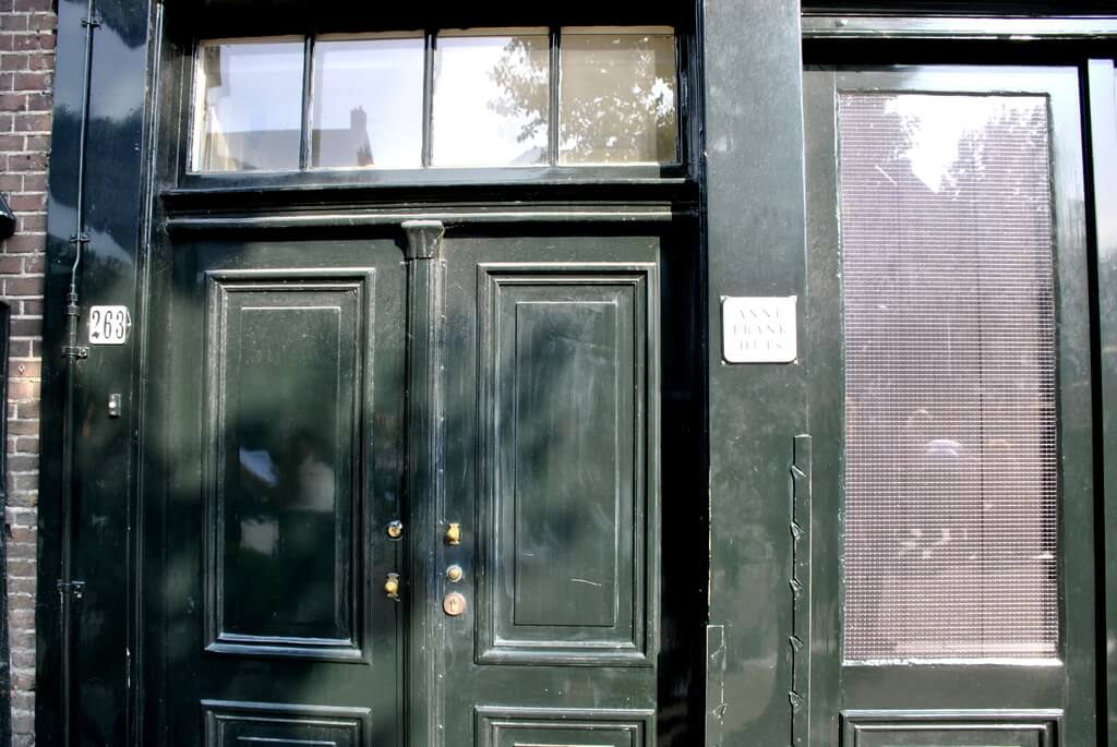 Puerta de entrada a la casa de Ana Frank