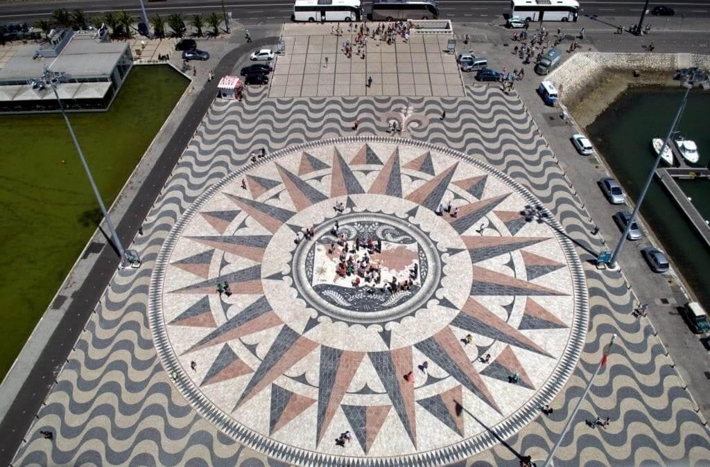 monumento a los descubridores Lisoba