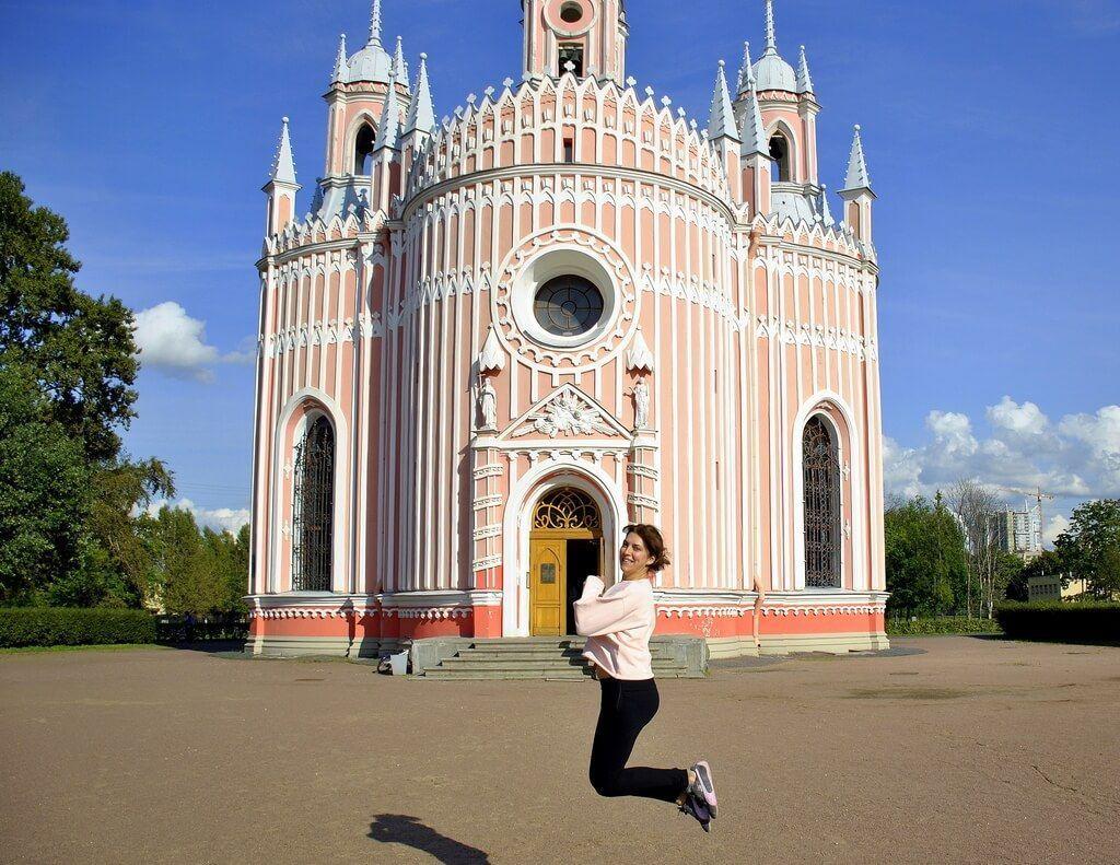 Saltando en la Iglesia de Chesme