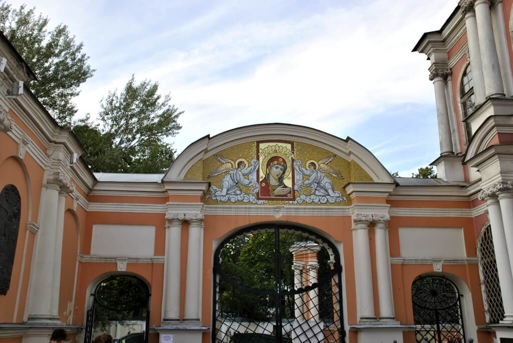Entrada Monasterio Alexander Nevsky