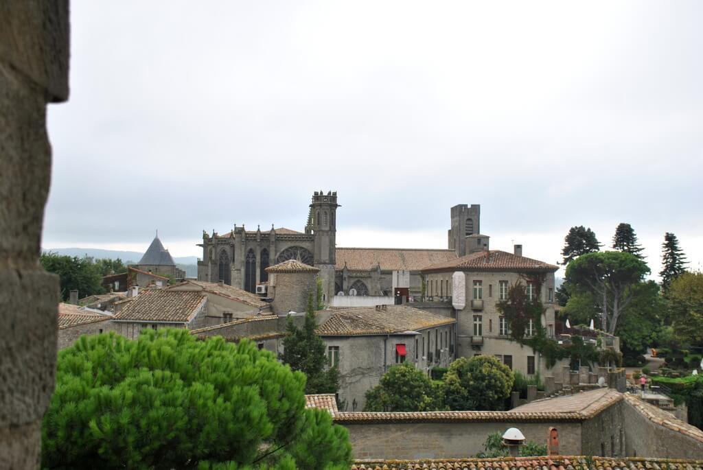 Basílica de Saint Nazaire desde una torre defensiva del castillo