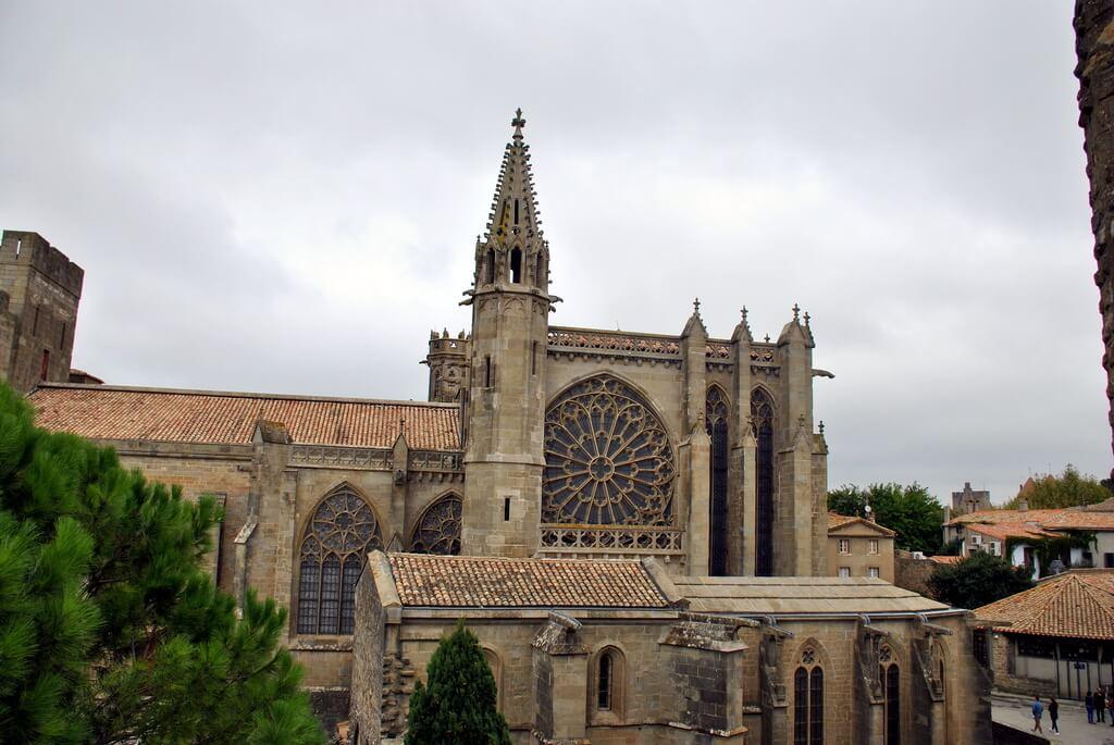 Basílica de Saint Nazaire desde el interior del Castillo Condal