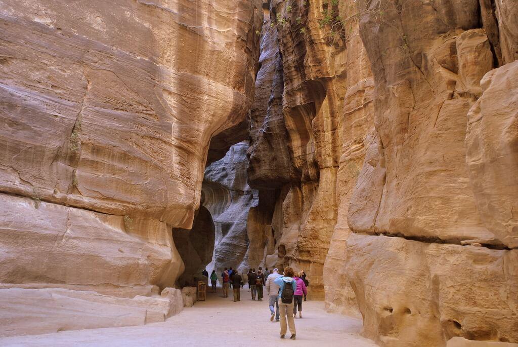 recorriendo el Siq de Petra