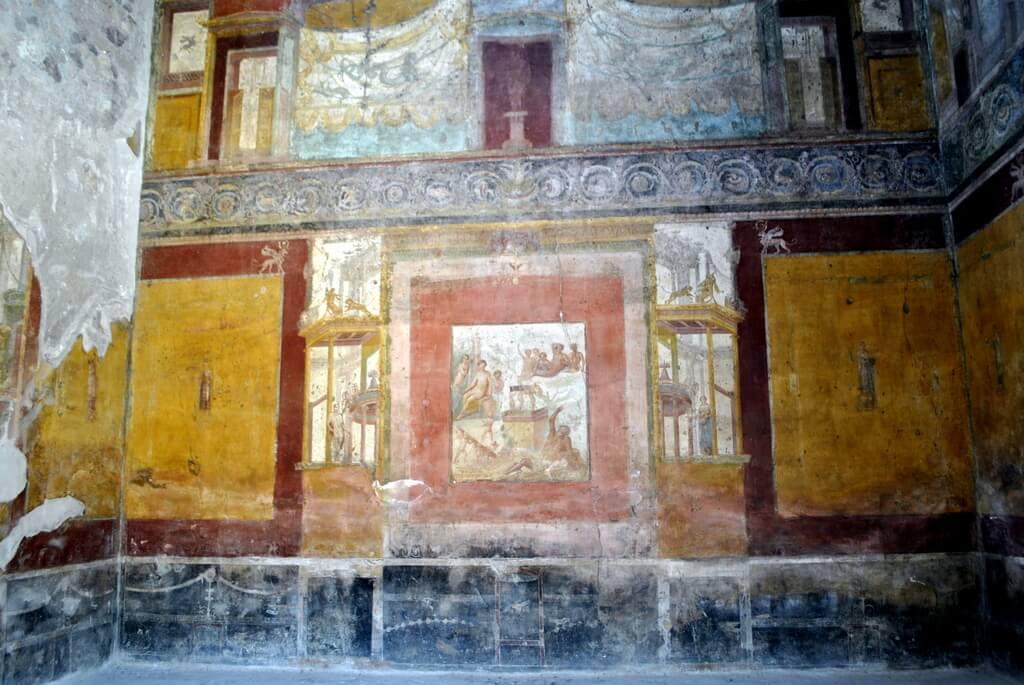 Paredes pintadas con frescos en la Casa del Poeta Trágico