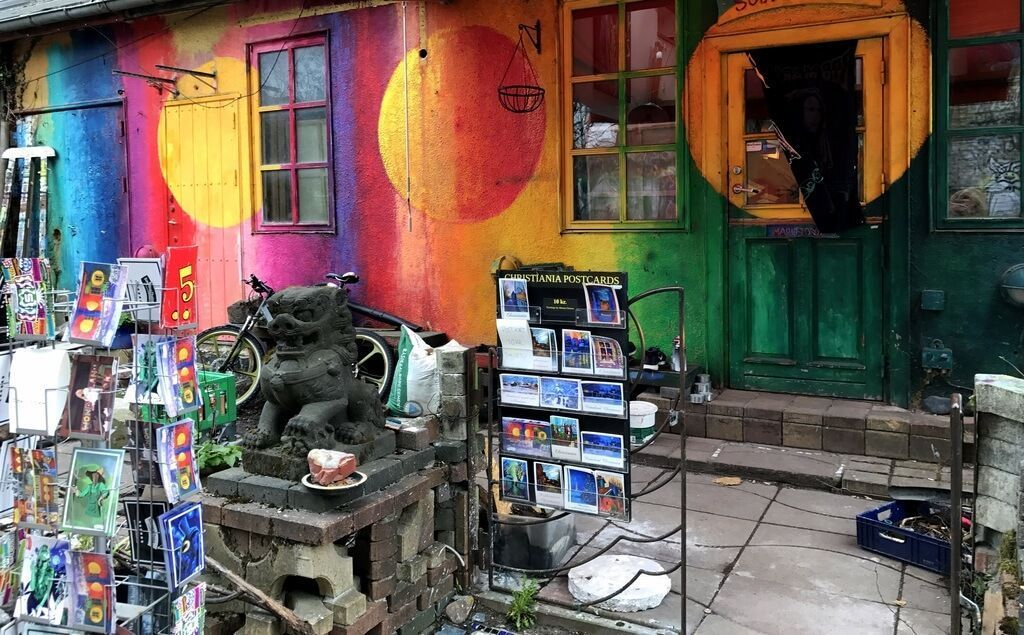 Tiendas coloridas en Christiania