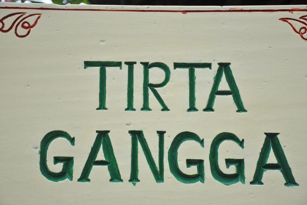 Entrada al templo Tirta Gangga
