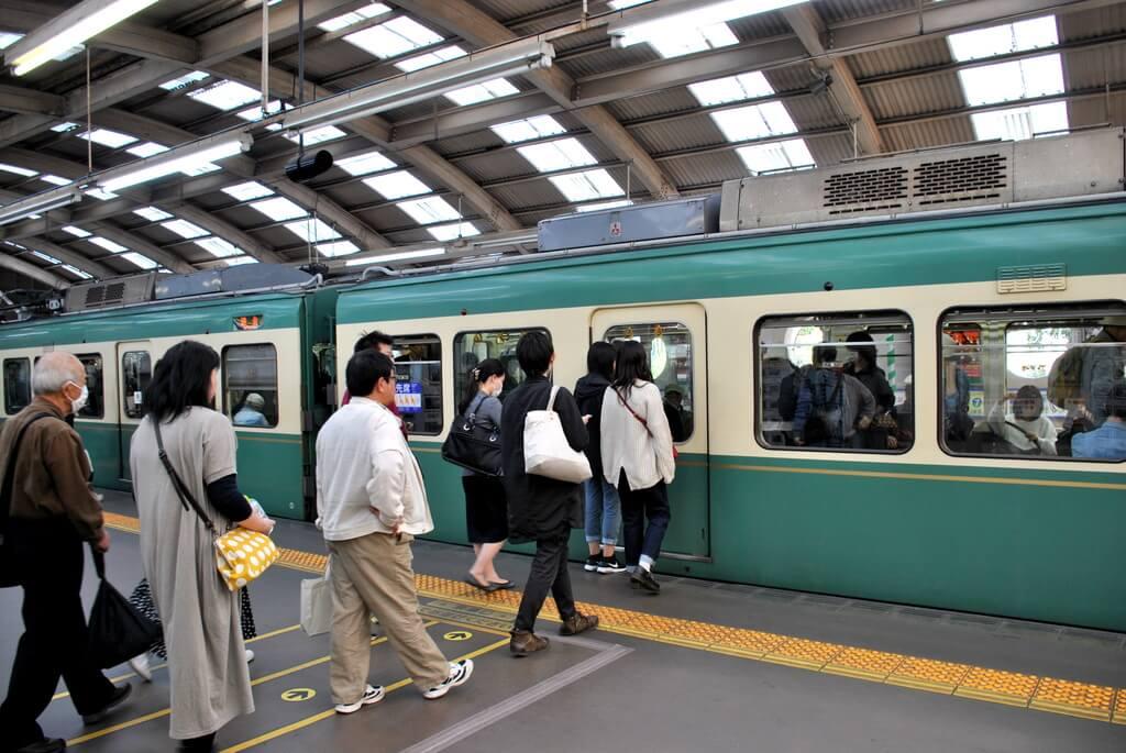 Tren de la Línea Odakyu con destino Fujisawa