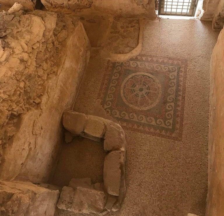 Suelo adornado con mosaicos en Masada