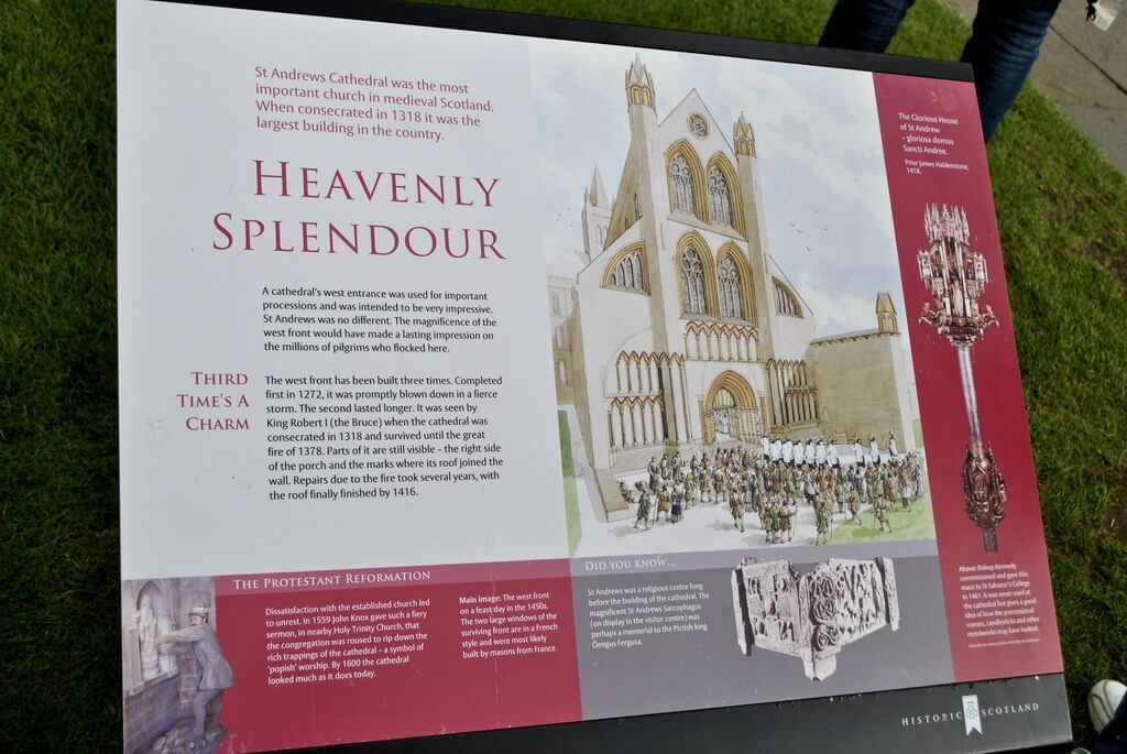 Cartel explicativo de la Catedral de St Andrews