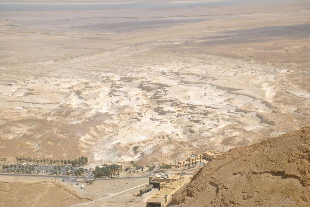Centro de visitantes de Masada desde el funicular