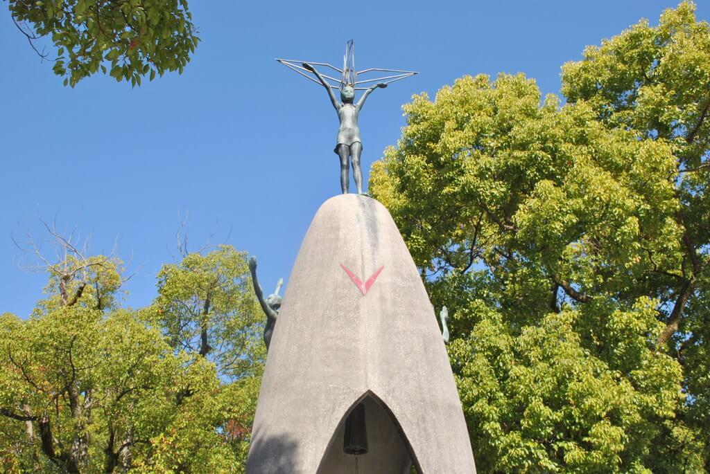 Detalle del Monumento a la Paz de los Niños