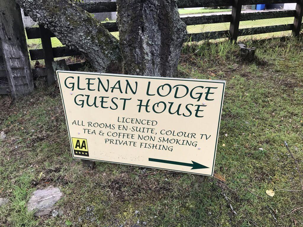 Cartel que nos indica donde está el Glenan Lodge Guest House