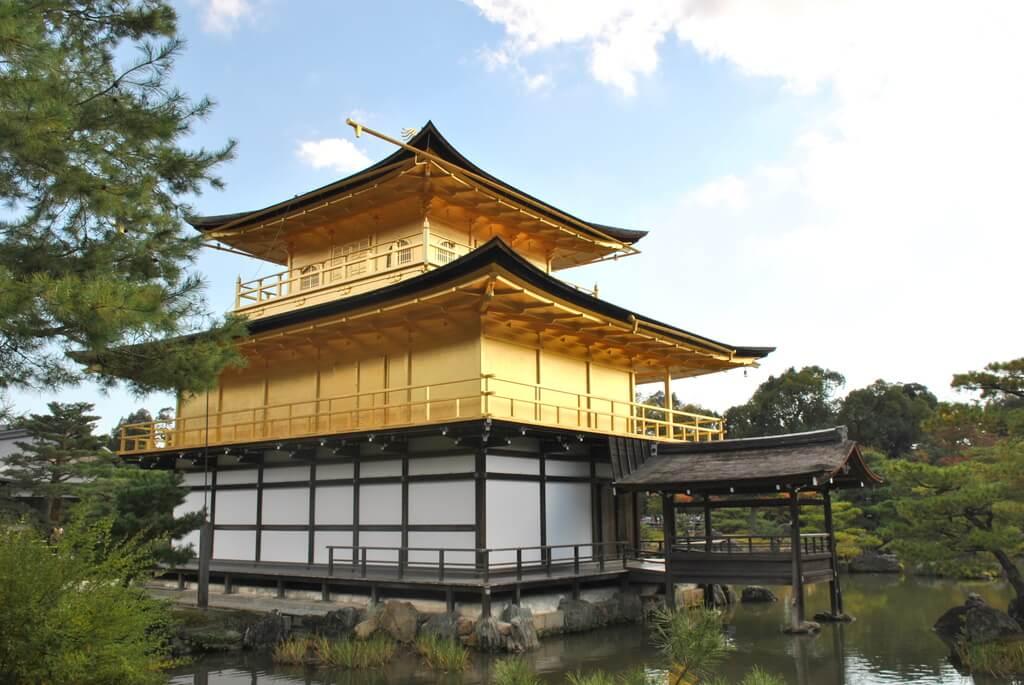 Parte trasera Pabellón dorado, oeste de Kioto