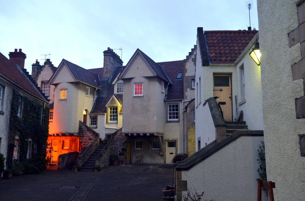 White Horse Close, conjunto de edificios en Canongate