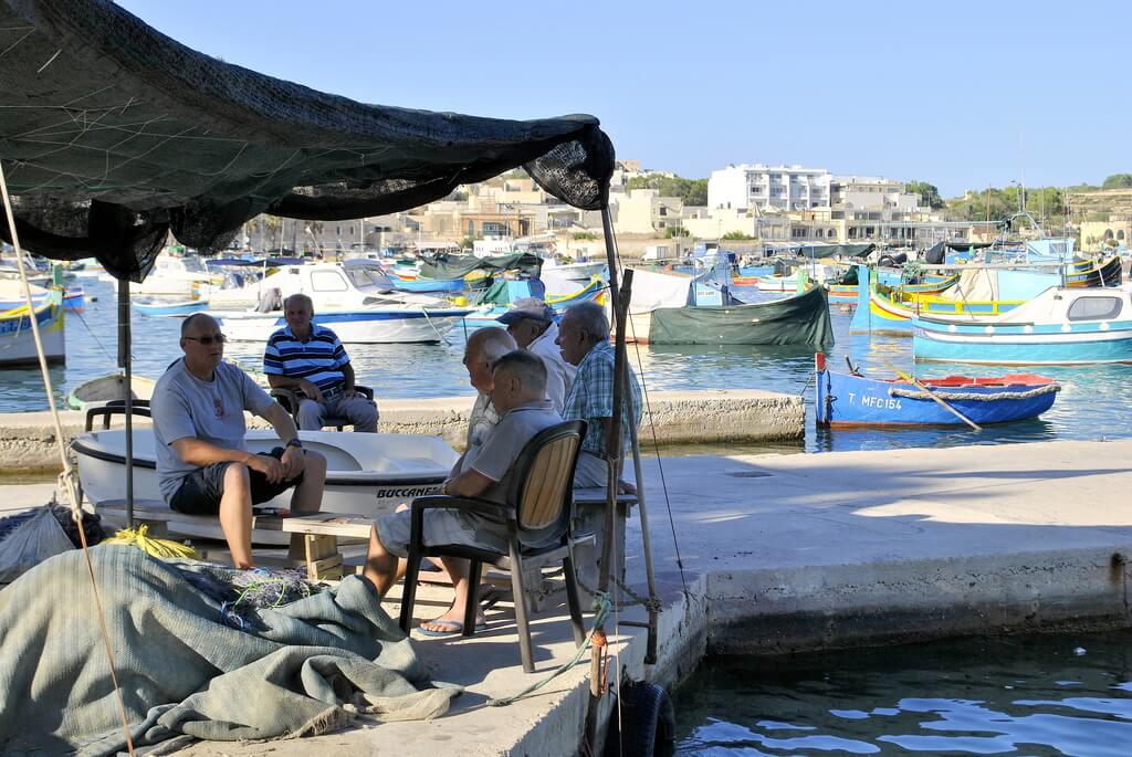 Pescadores en el puerto de Marsaxlokk