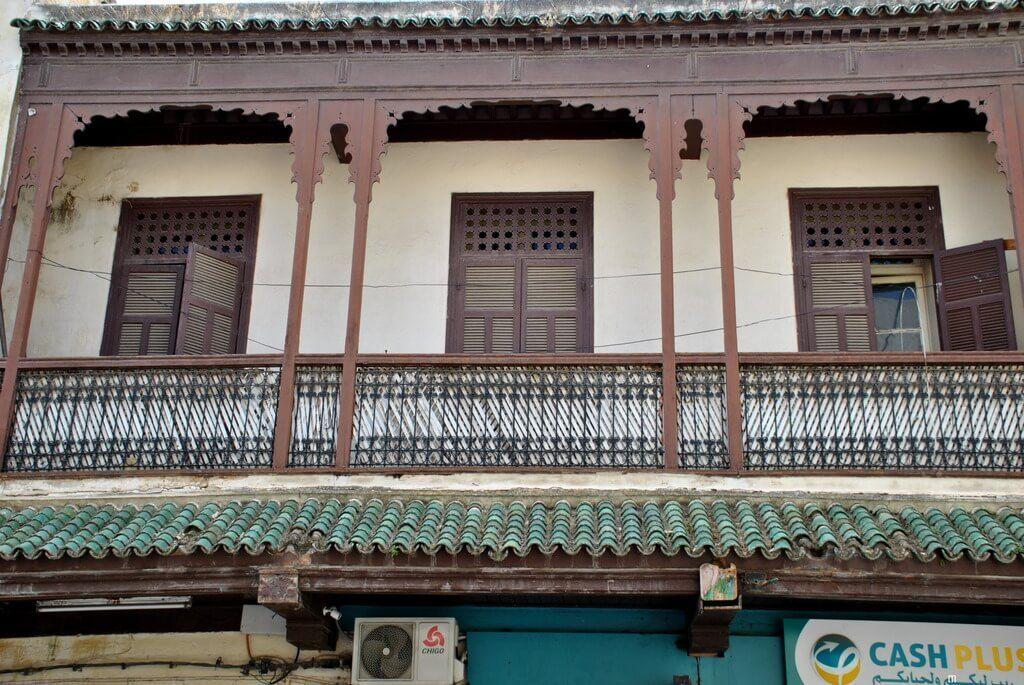 Detalle de un balcón característico del mellah