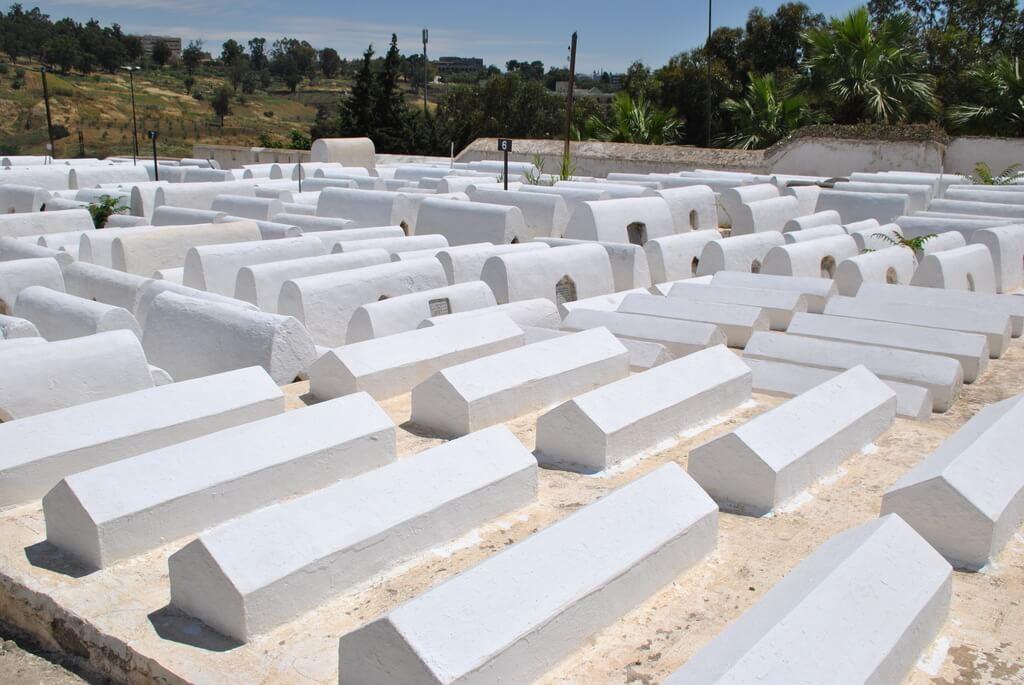 Varias tumbas del cementerio
