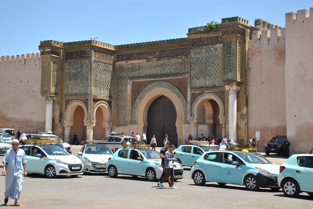 Taxis junto a Bab Mansour