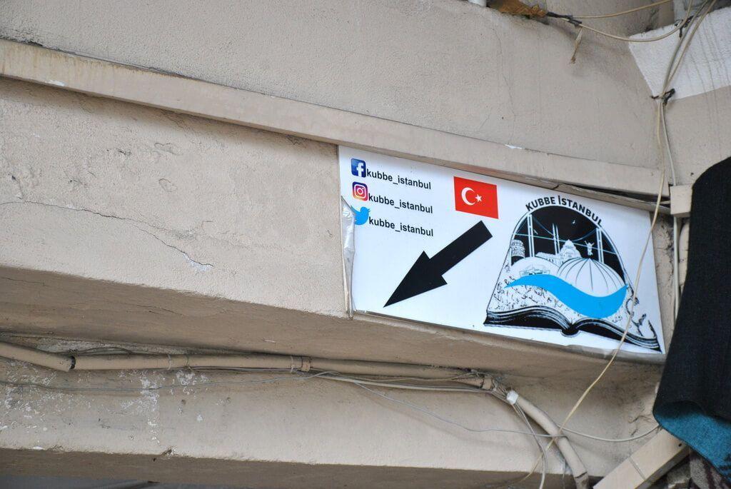 cartel de entrada a Büyuk Valide Han