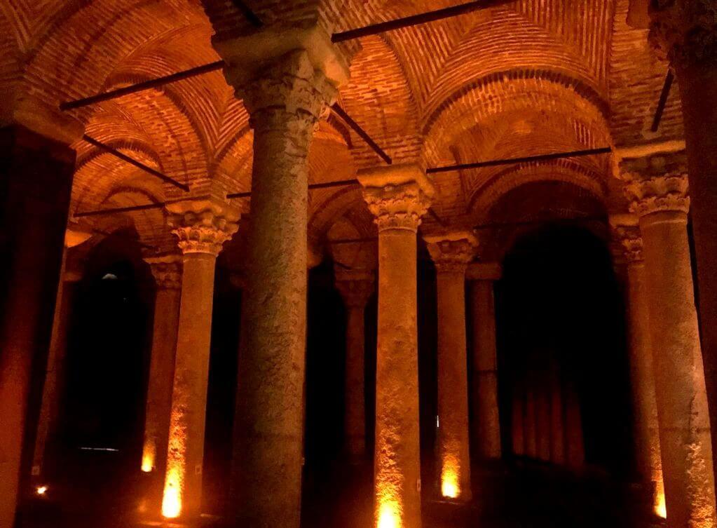 Interior Cisterna de Yerebatan