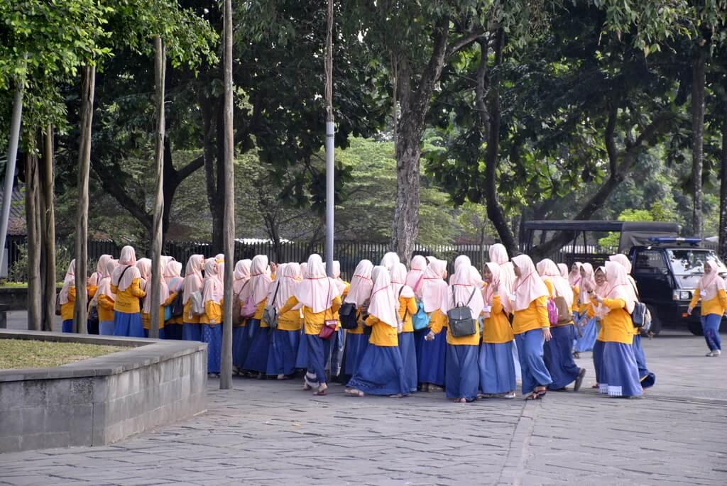 grupo de estudiantes en Borobudur