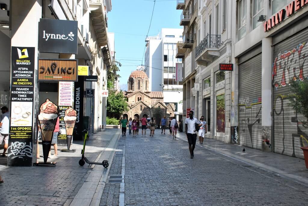Calle Ermou, una de las arterias comerciales más importantes de Atenas