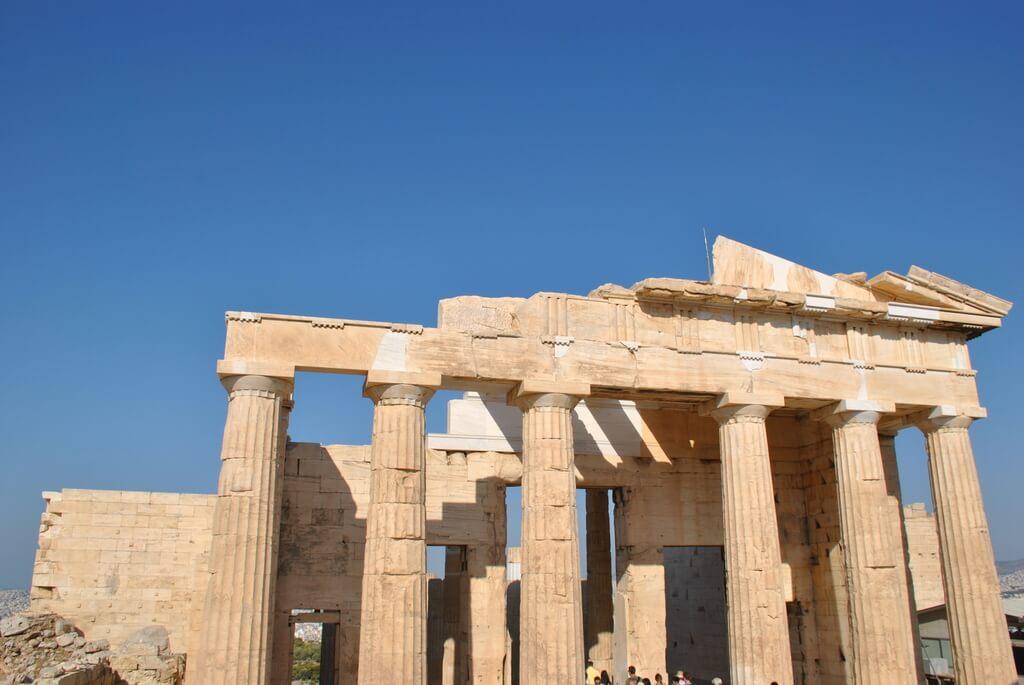 Entrada de Propileos vista desde el interior de la Acrópolis