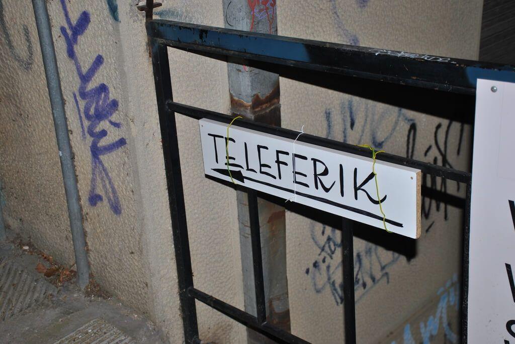 Cartel indicativo teleférico