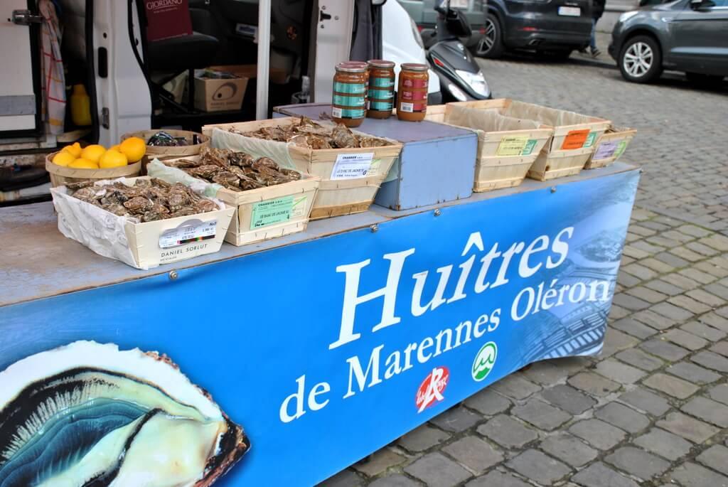 Puesto de venta de ostras en Place du Sablon