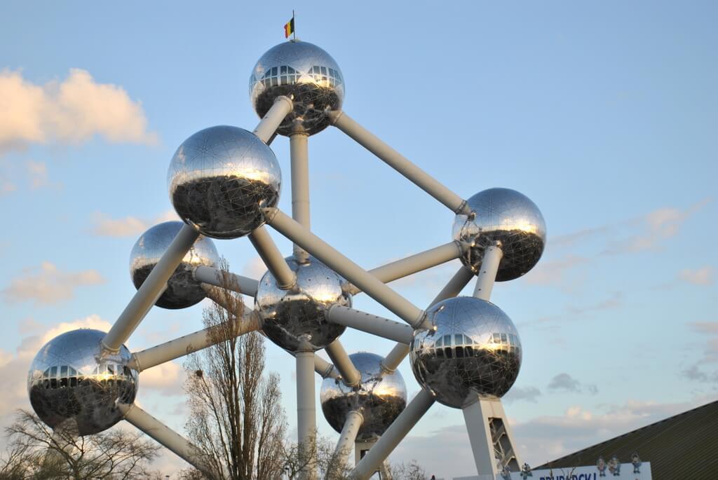 El Atomium desde la estación de Heyzel