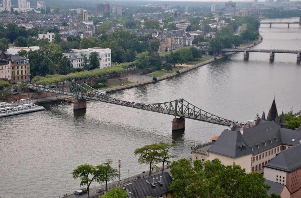 Río Main y puente Eiserner Steg desde el mirador
