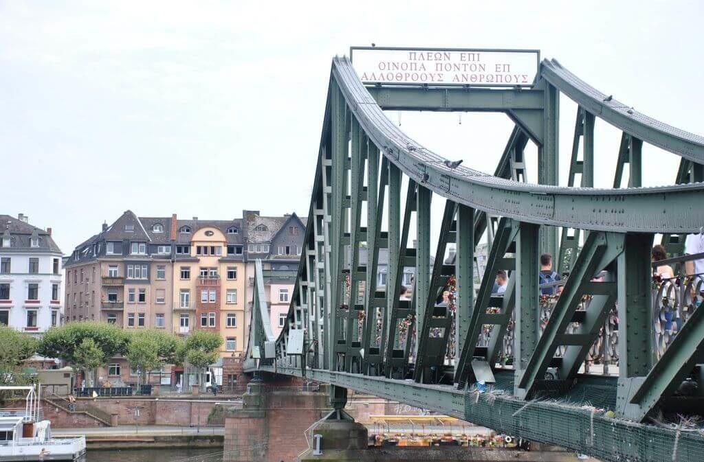 Eiserner Steg desde el casco histórico de Frankfurt