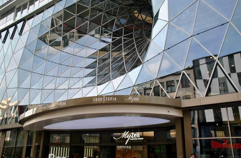 Entrada al centro comercial MyZeil