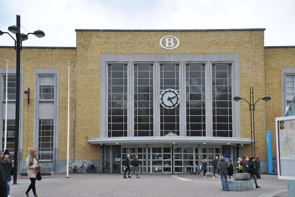 Entrada a la estación de tren de Brujas
