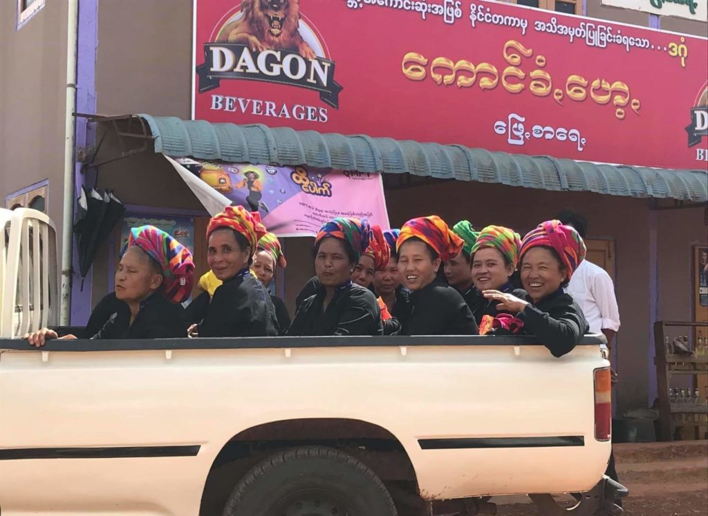 Mujeres de la etnia Pa O en Nyaung Shwe