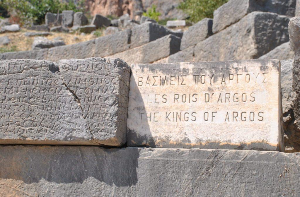Piedras con grabados en la Vía Sacra