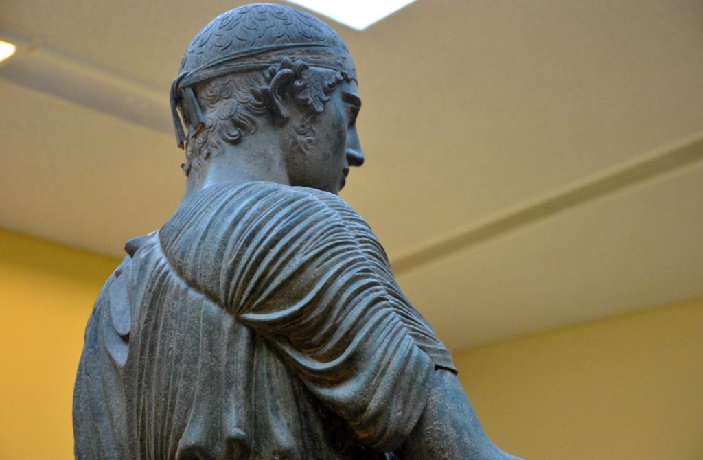Detalle del auriga de Delfos
