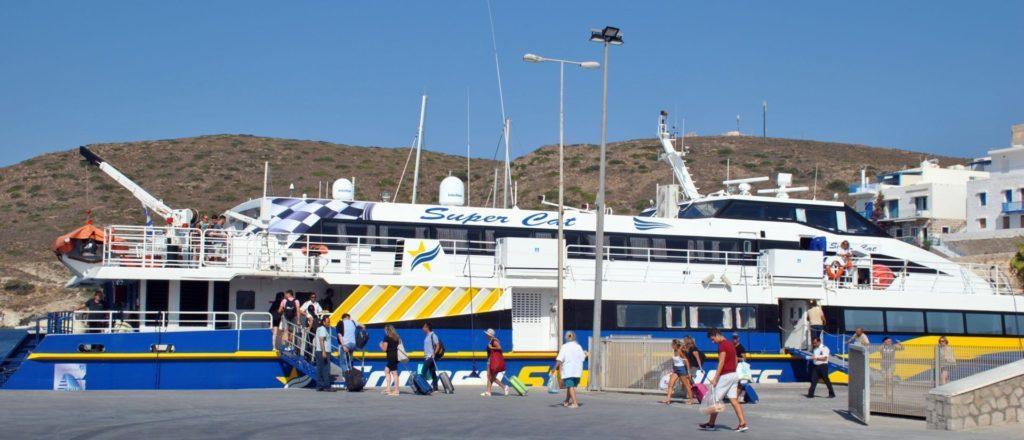 Llegada al puerto de Milos