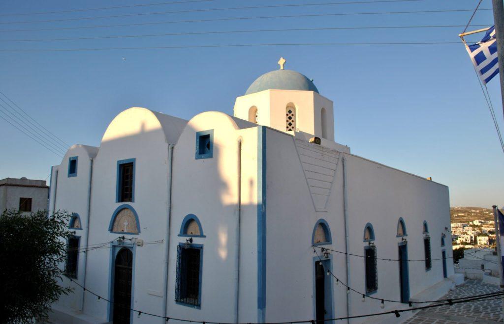 La bonita iglesia de Adamas