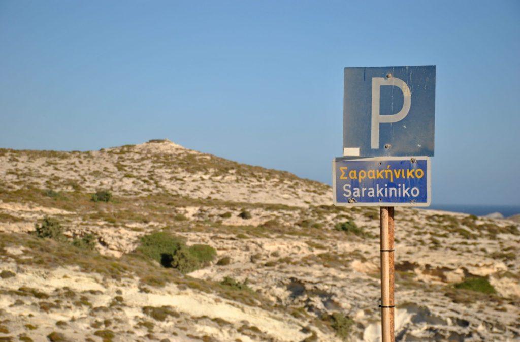 Parking de la playa de Sarakiniko