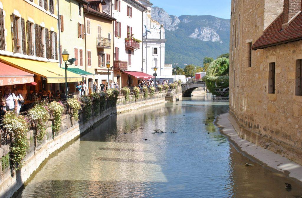 Canal Thiou, donde se encuentra el Palacio