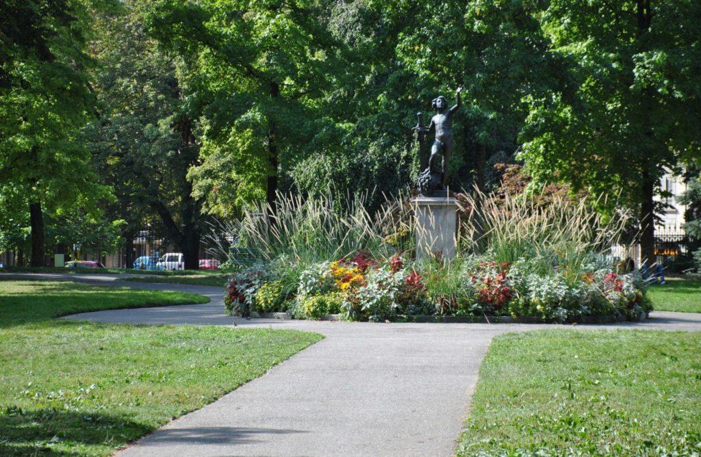 Monumento dentro del parque